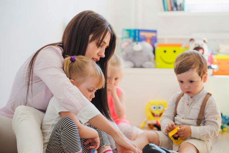нанять няню для ребенка (по часам, суточная, с проживанием) в санкт-петербурге
