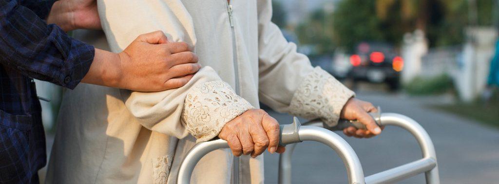 нанять сиделку с проживанием для пожилого человека  в Санкт-Петербурге