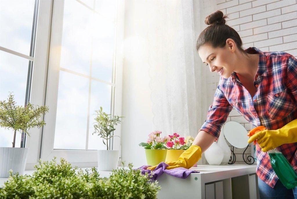 нанять домработницу с проживанием в загородном доме